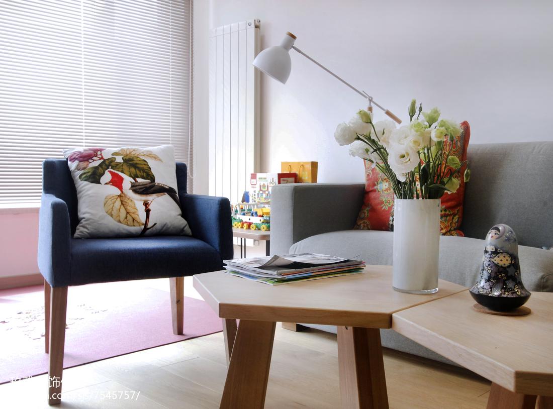 精美99平米三居客厅简约装修实景图