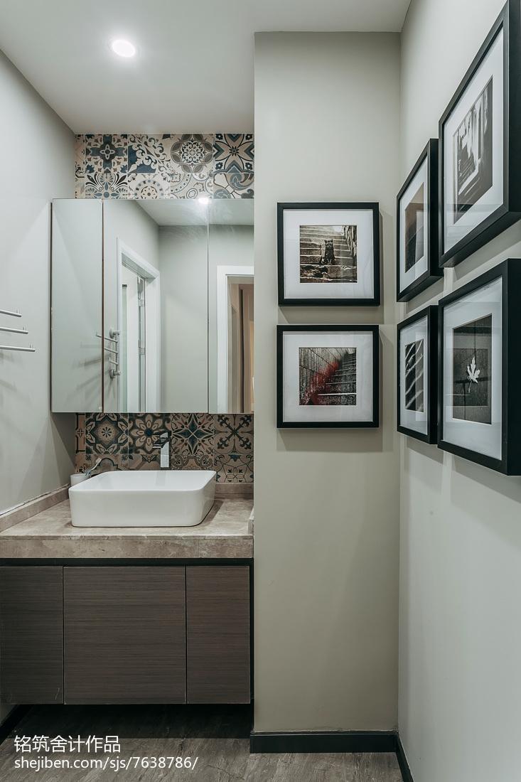 现代三居卫生间实景图片