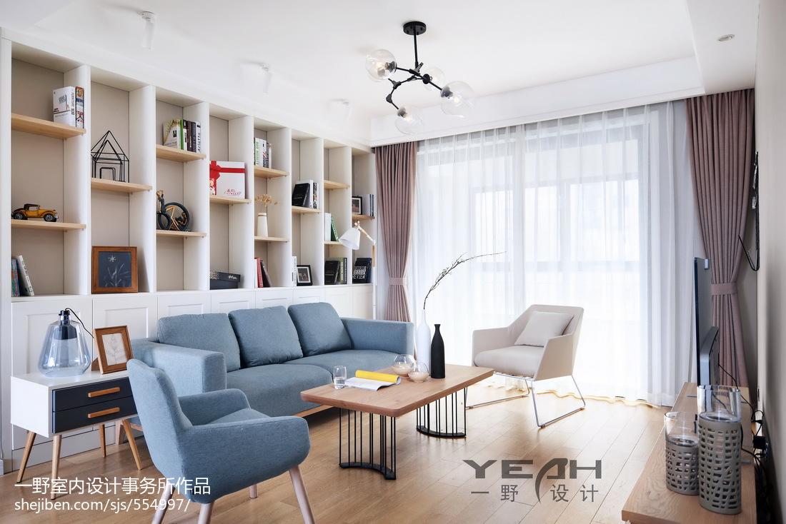 北欧风格客厅置物架装饰
