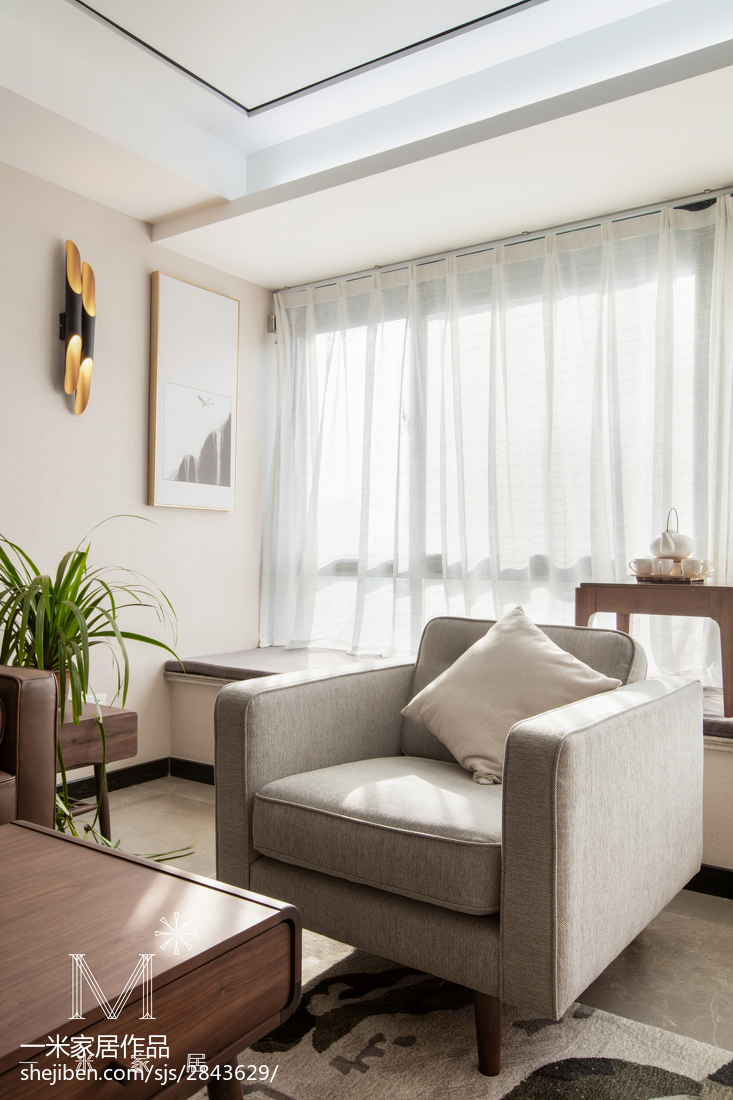 质朴109平现代三居客厅装潢图