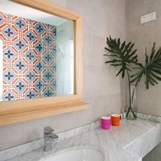 热门面积92平现代三居卫生间装修实景图片