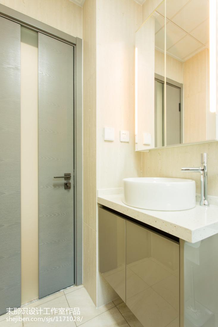 热门85平米二居卫生间混搭装修实景图