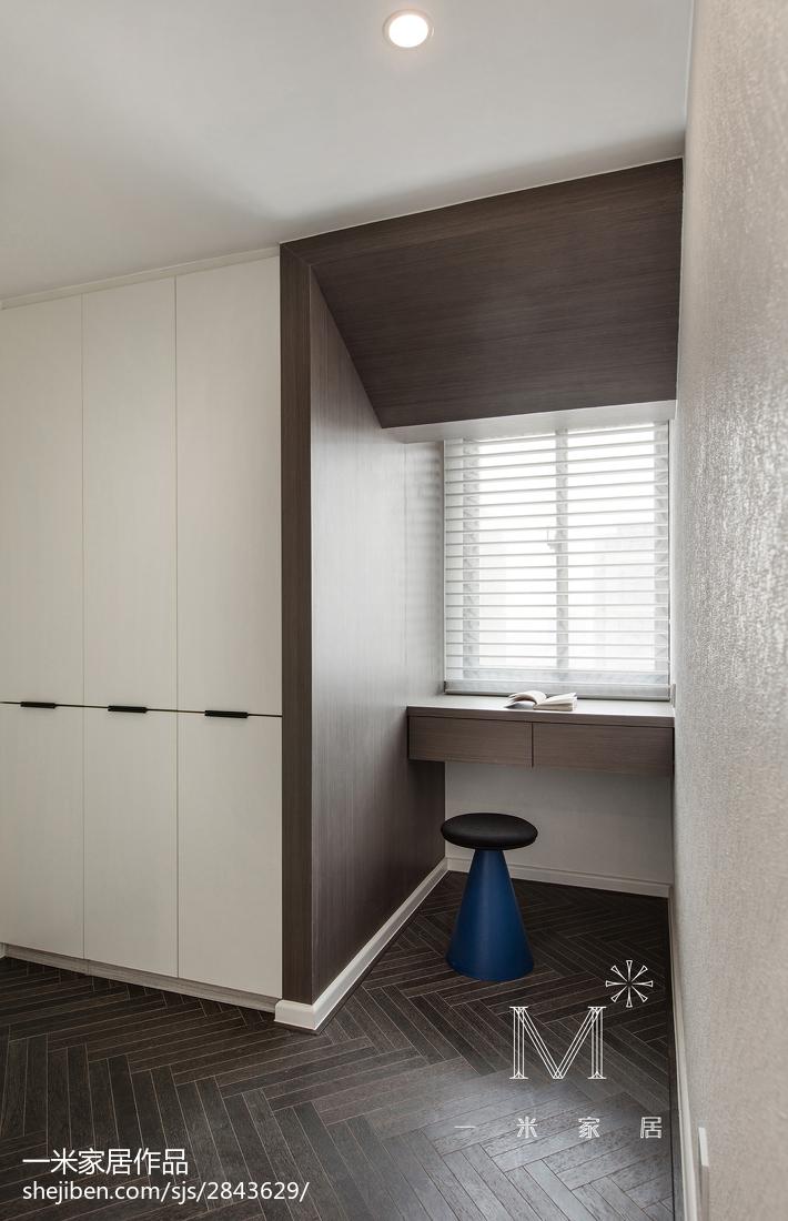 热门三居卧室现代装修效果图