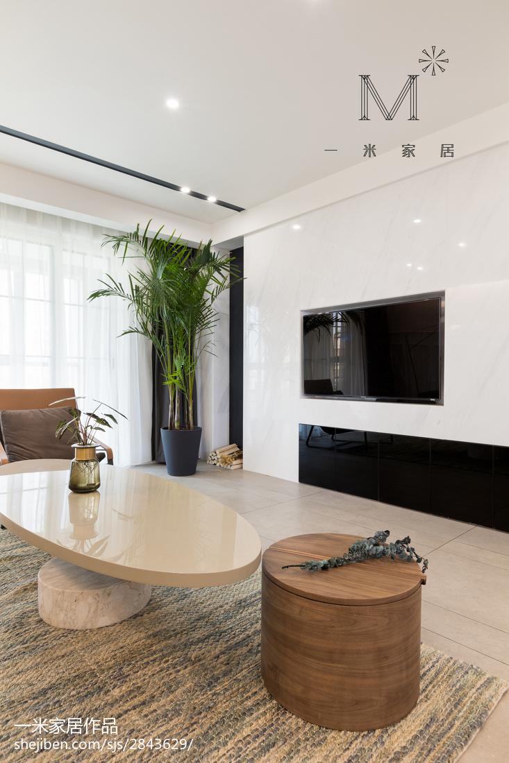 2018105平方三居客厅现代装饰图片