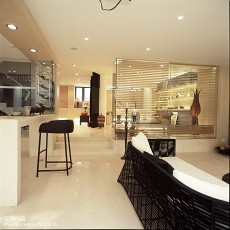111平米四居客厅东南亚装饰图片