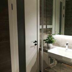热门107平米三居卫生间现代装修图片欣赏