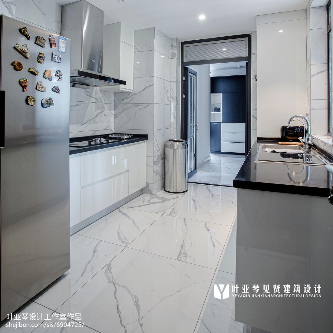 面积104平现代三居厨房装修欣赏图