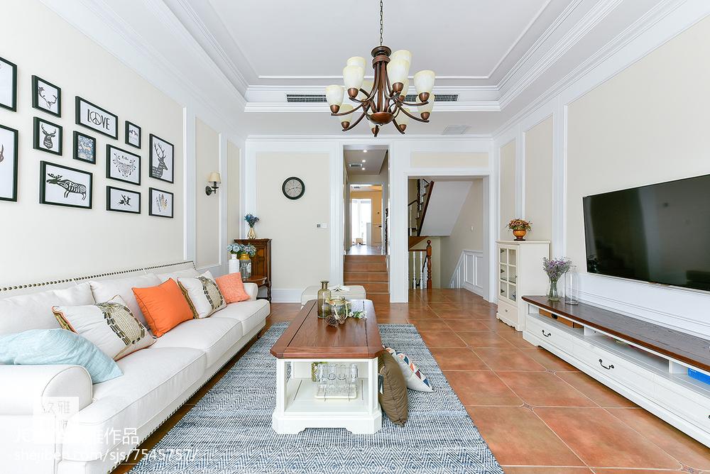 普通美式三居客厅设计