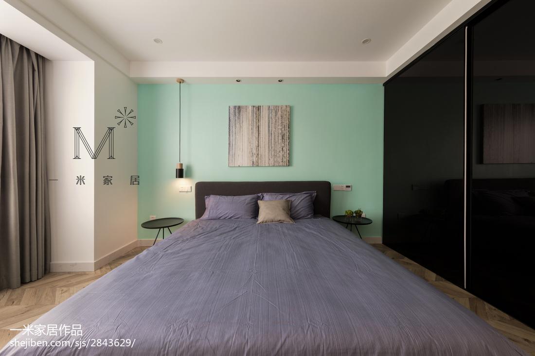 优雅82平现代三居卧室布置图