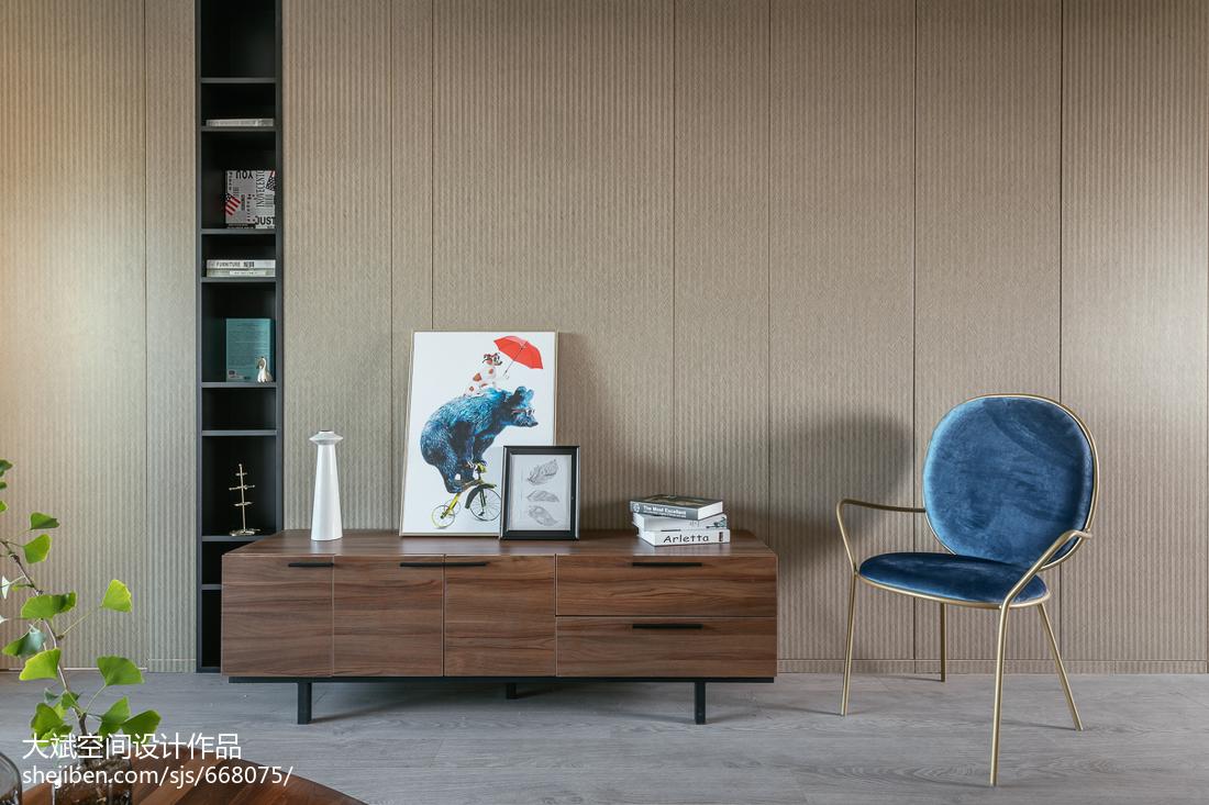 典雅124平现代三居装潢图