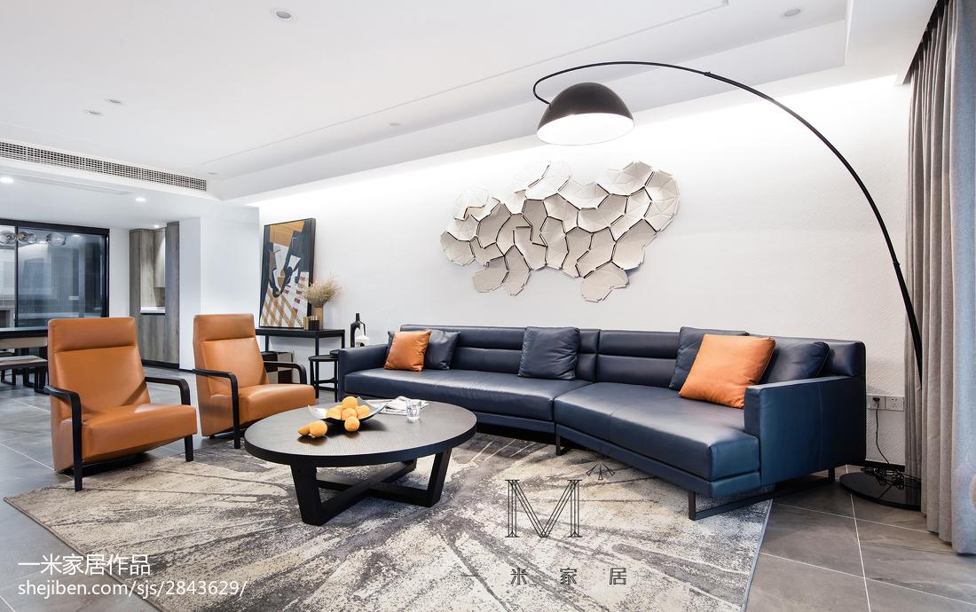 热门面积114平现代四居客厅装修实景图