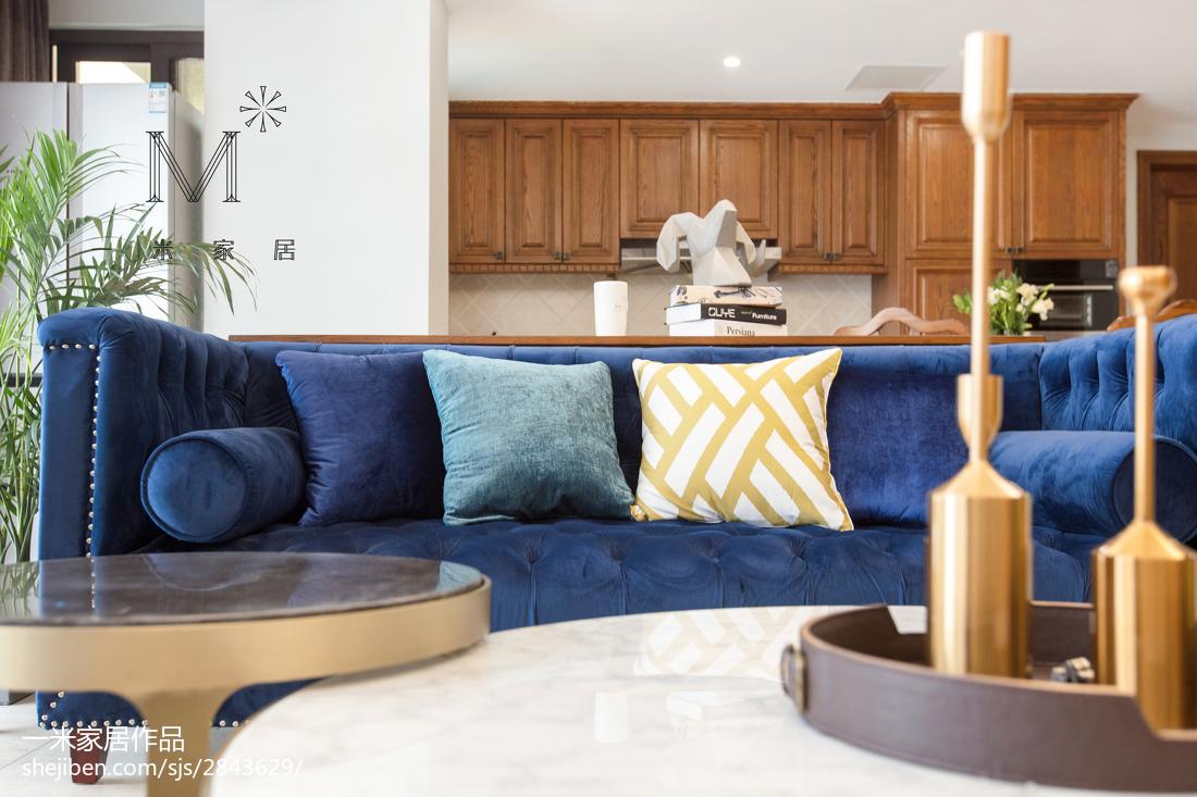 2018面积109平现代三居客厅装修实景图