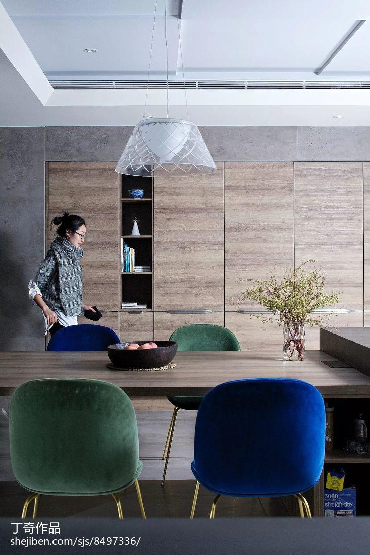 面积127平别墅餐厅现代装修效果图