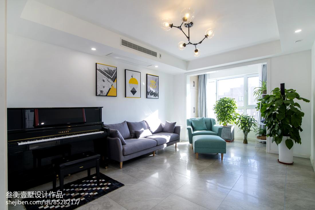 2018135平米混搭复式客厅装饰图片