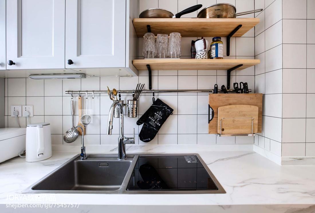 面积74平现代二居厨房装修效果图片欣赏