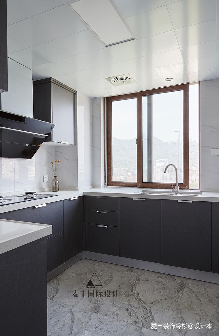 大气103平现代三居厨房装饰图片