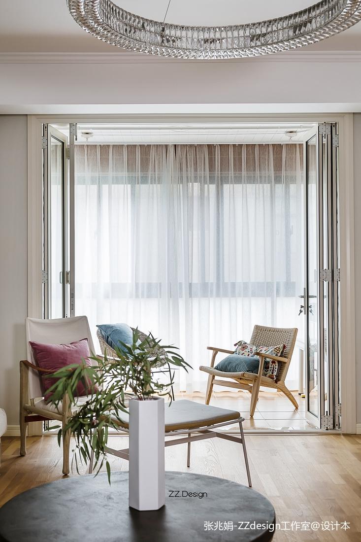 温馨102平北欧四居客厅实景图