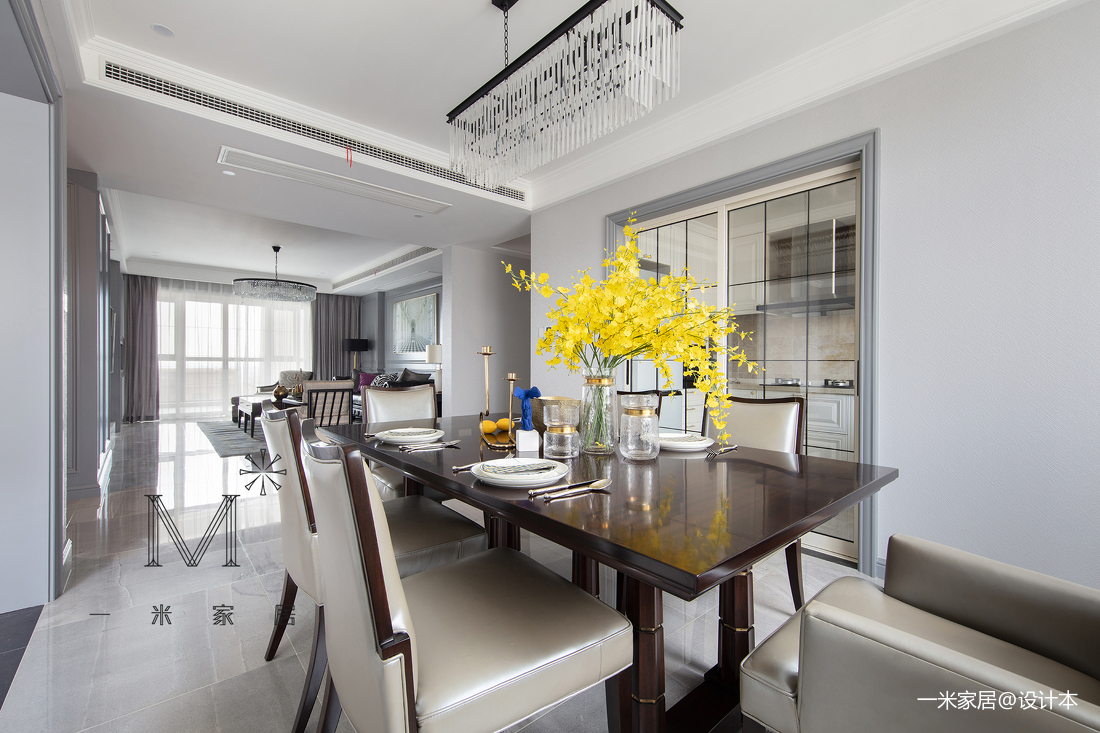 大气82平美式三居客厅装修装饰图