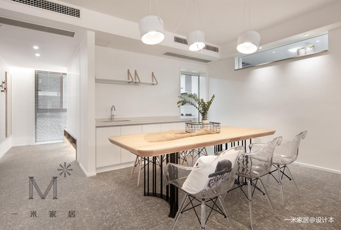 明亮65平现代二居客厅装饰图片