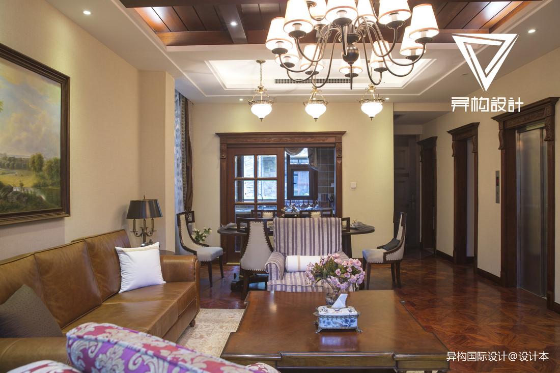 优美205平法式别墅客厅案例图