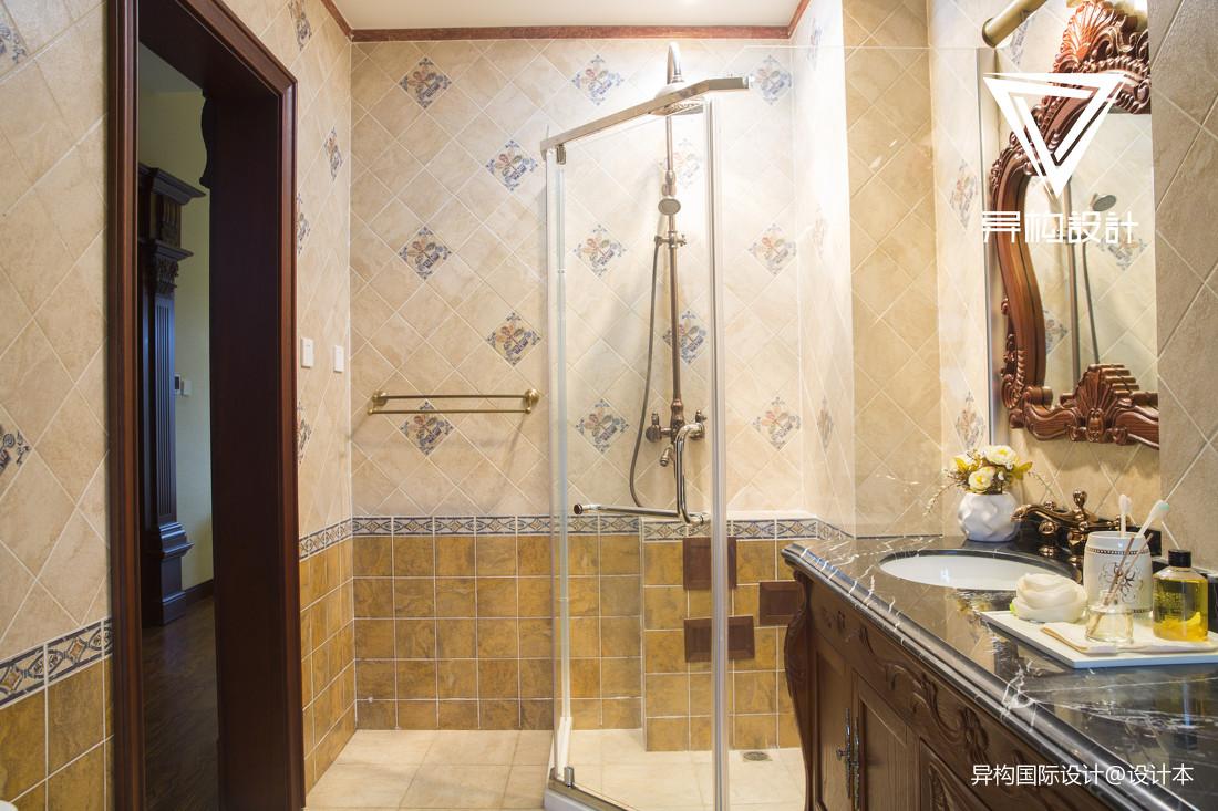 典雅337平法式别墅卫生间装潢图