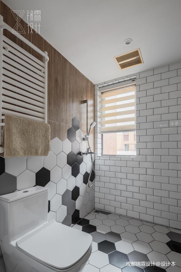 华丽54平法式二居卫生间装修图片