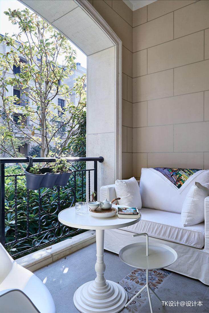 温馨46平法式复式阳台装饰图
