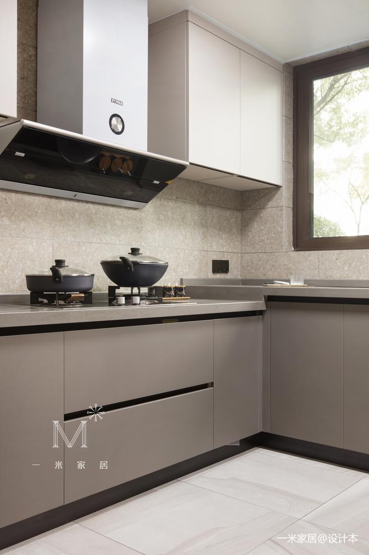 轻奢107平现代三居厨房装潢图