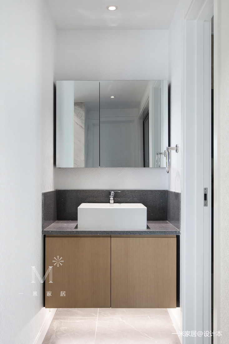 华丽75平现代三居卫生间装修设计图