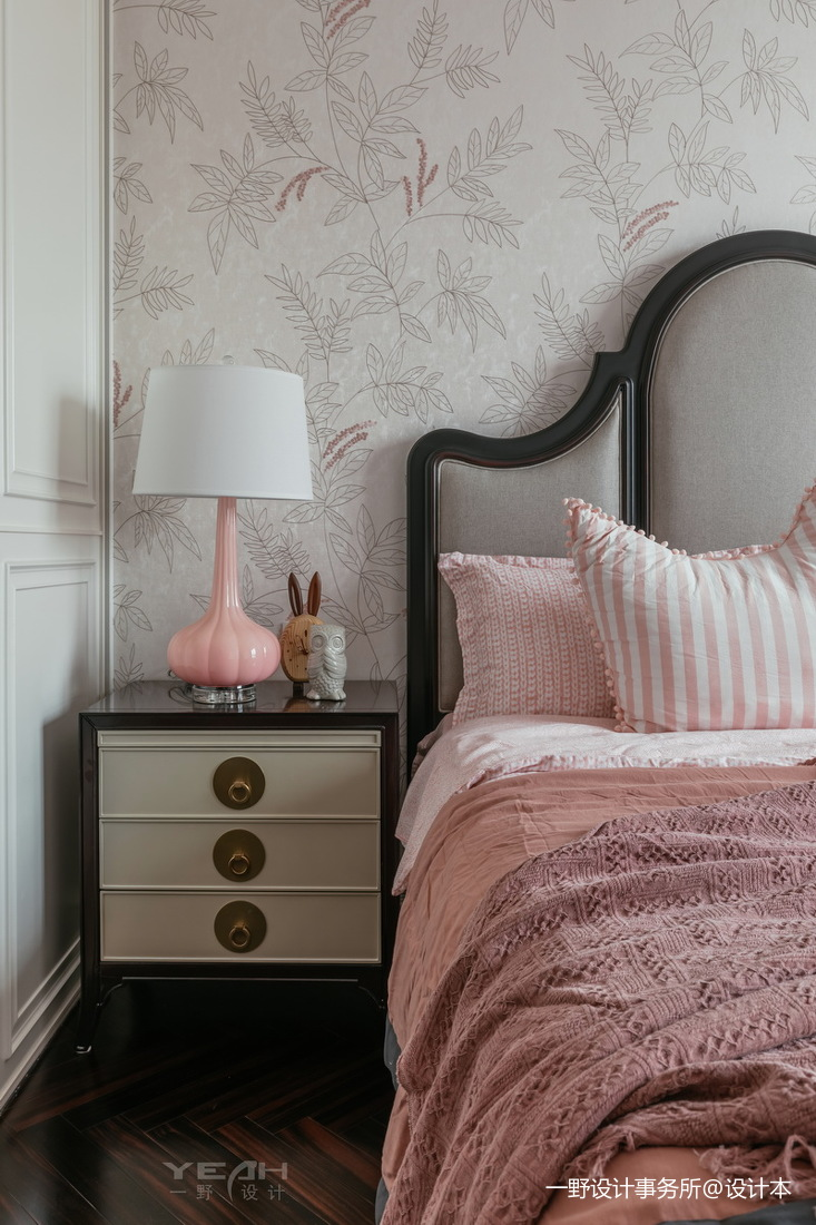 140m² 美式风卧室床头灯设计图
