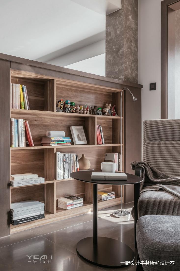 140m²二居现代风客厅书架设计