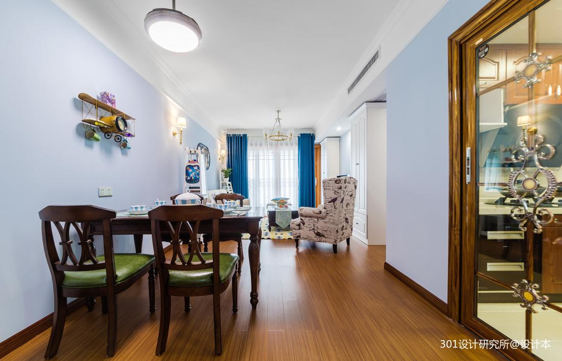 轻奢89平美式二居客厅实景图