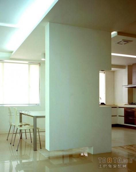 现代简约设计室内衣帽间装饰图片