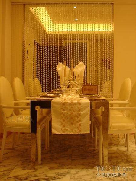 现代原木居家餐厅设计