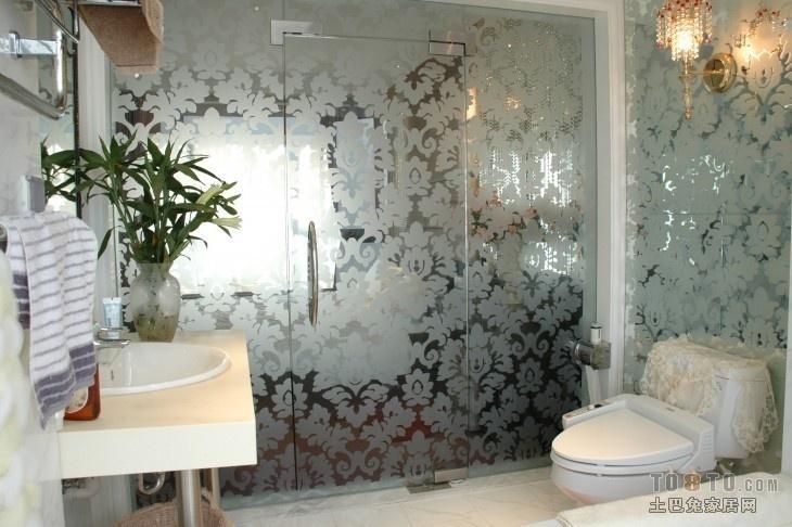 卫生间玻璃隐形门装修效果图