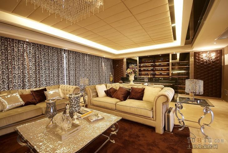 面积136平混搭四居客厅装修效果图片