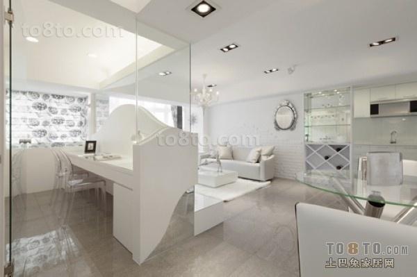 白色家具打造一份现代感极强的客厅
