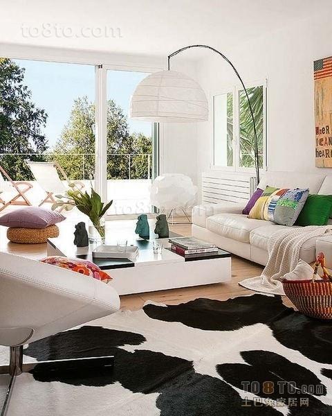 奶牛色的地毯与垂钓式的灯饰,80后超爱风格