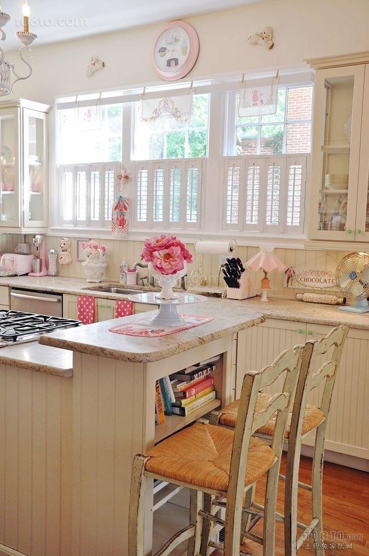 浅粉色调的现代风格厨房
