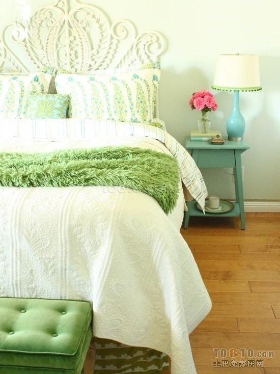小户型时尚单身公寓卧室装修效果图