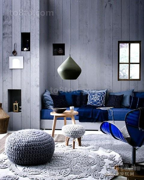 灰色的深沉打造创意的客厅背景墙