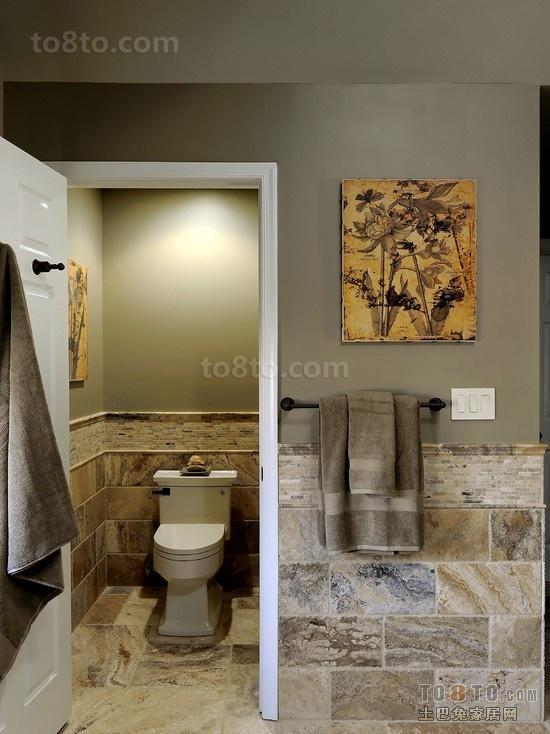 类似油画色调的瓷砖背景墙打造创意的卫生间