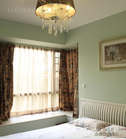 小户型卧室飘窗设计效果图片