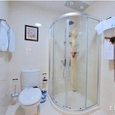 2018精选74平方二居卫生间现代装修效果图片欣赏