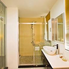 热门92平米三居卫生间现代装修设计效果图