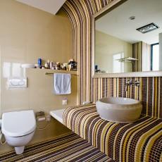 热门93平米三居卫生间现代设计效果图