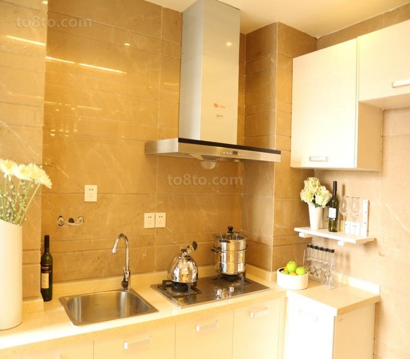 转角小厨房装修设计